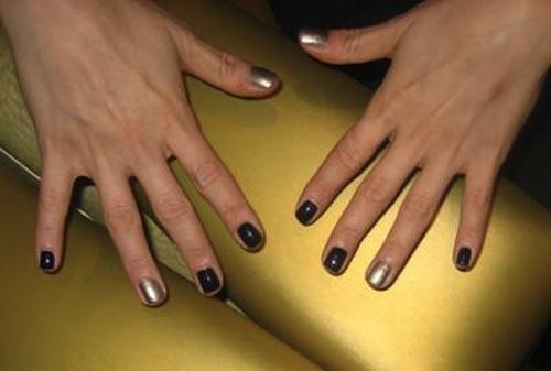 Маникюр с одним ногтем другого цвета фото